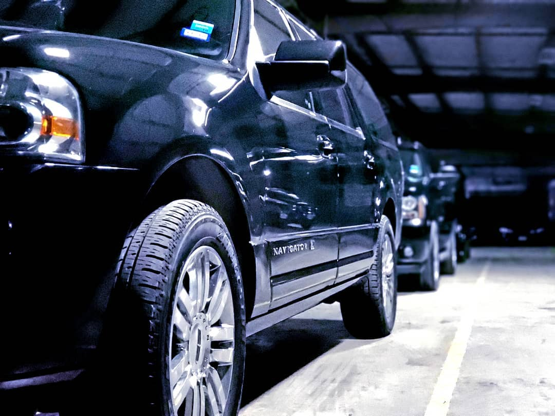 Lincoln Navigator SUV Airport Pickup